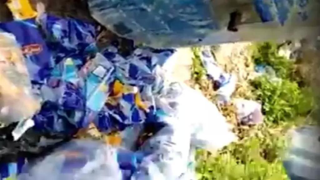 بالفيديو/ المزيد من فضائح الجشع...العثور على كمية من أكياس السكر والارز المدعوم الفارغة في مستوعب للنفايات في الشرحبيل بقسطا