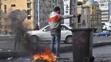 بالصور/ محتجون قطعوا الطريق في ساحة الشهداء بالاطارات المشتعلة