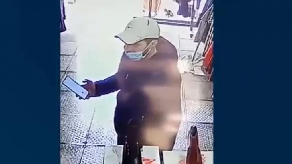 قوى الأمن تنشر فيديو يُظهِر مشتبهاً به بعمليات سرقة مبالغ مالية بطريقة احتيالية من داخل محلّات ألبسة نسائية في الميناء  طرابلس: هل تعرفون شيئًا عنه؟