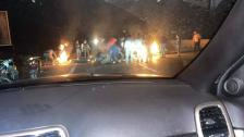 قطع طريق الجنوب قرب جسر عدلون عند مقام النبي ساري بالاطارات المشتعلة من قبل متظاهرين نتيجة تردي الوضع المعيشي وجنون الدولار
