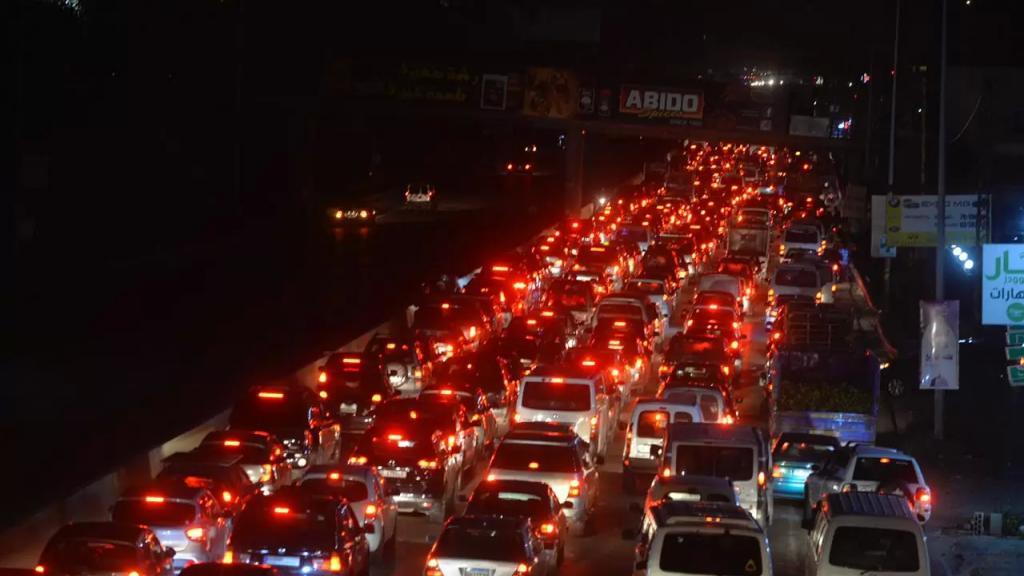بالصور/ مشهد زحمة السير الخانقة على طريق الدامور- الناعمة