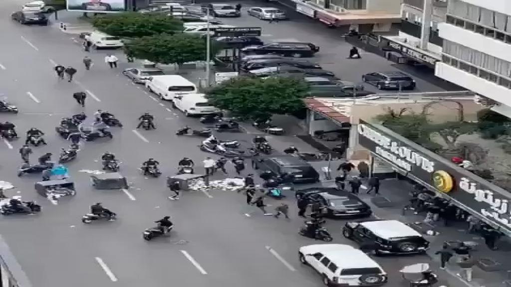فيديو متداول: محتجون حطموا واجهة سوبرماركت على أوتستراد قريطم
