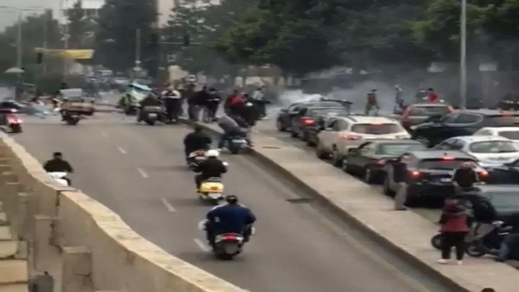 بالفيديو/محتجون قطعوا السير في الطيونة