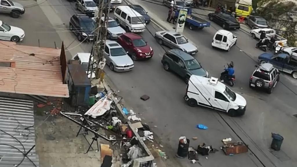 محتجون اقفلوا الطريق العام بين الدوير وتول والمدخل الشمالي للنبطية ووقفة نسائية وسط السوق التجاري