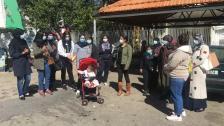 مجموعة من الموظفات والأمهات العاملات يرفعن الصوت امام سرايا النبطية ضد الغلاء وارتفاع سعر الدولار