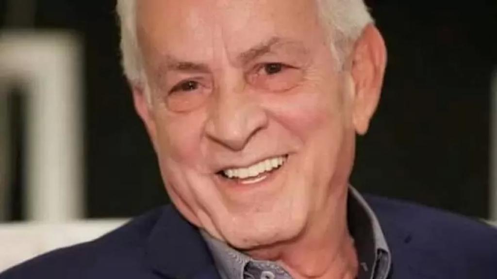 """الممثل القدير أحمد الزين يتعرض لذبحة قلبية عند منتصف الليل وينقل الى المستشفى...ونجله يطمئن """"وضعه مستقر الآن"""""""