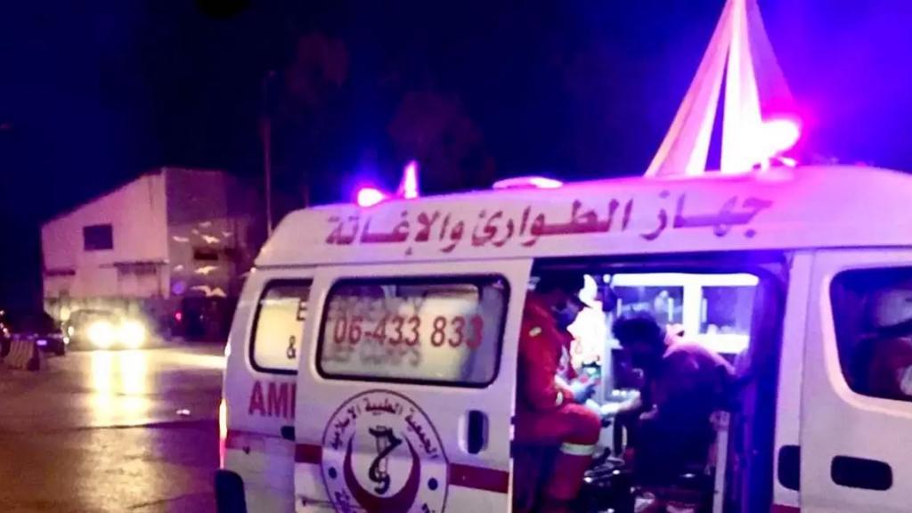 انزلاق آلية إسعاف بسبب الأمطار أثناء تأدية مهمة في منطقة عاصون وإصابة 3 مسعفين