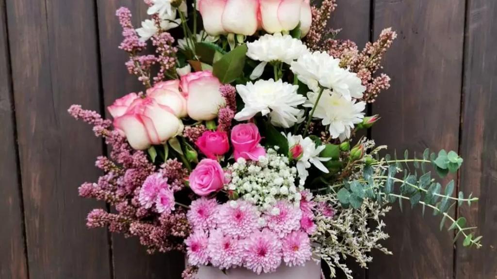 لتتذكرها رغم كل الظروف.. صار فيك تختار باقة ورد من Tulip Events، وبتوصل منك لوالدتك بعيدها وينما كنت