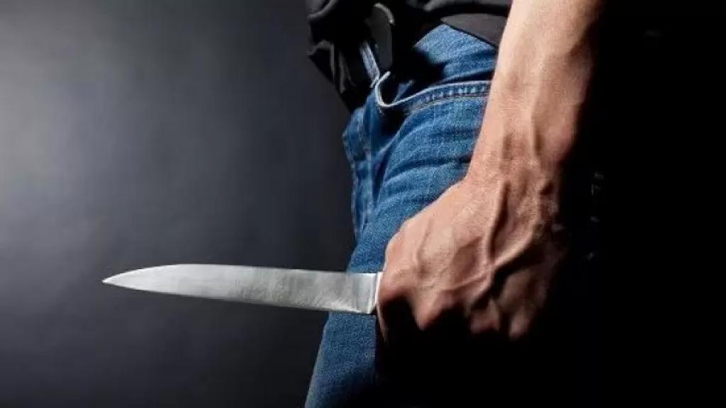 أثناء مروره في بلدة لبعا قضاء جزين...تعرض شخص لطعنات بسكين في داخل سيارته!
