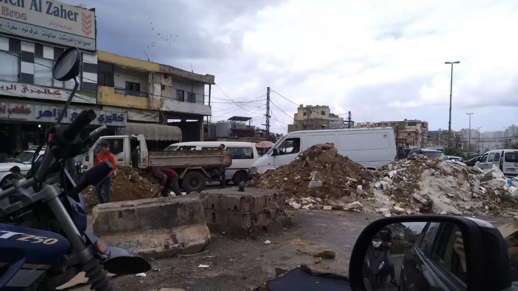 بالفيديو/ اعادة فتح طريق الاوزاعي لجهة الجناح بعدما تم قطعها لبعض الوقت بالسواتر الترابية