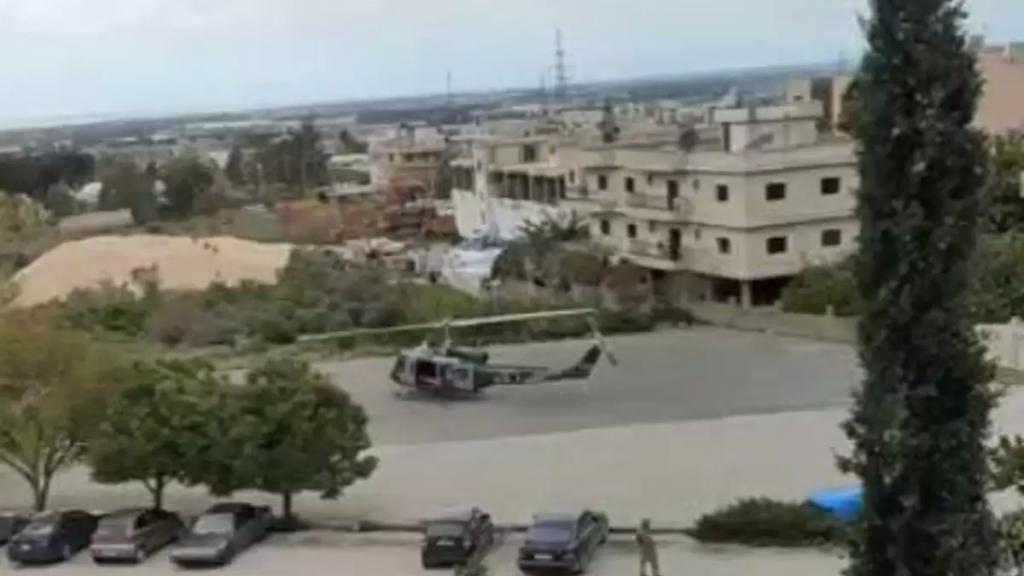 بالفيديو/ هبوط طوافة للجيش اللبناني في ساحة مستشفى اليوسف في حلبا لنقل مريض بحالة حرجة الى بيروت