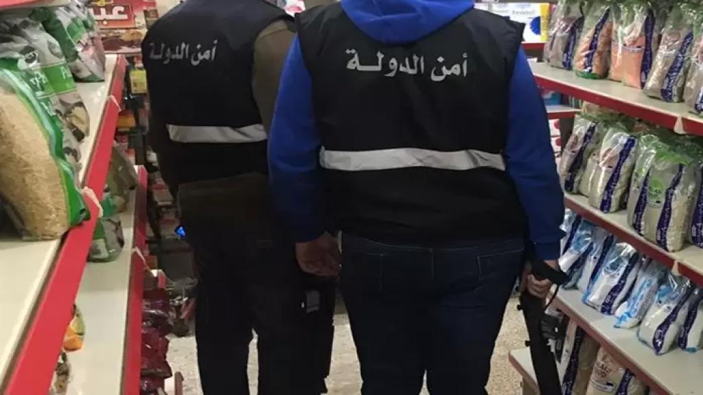 مفتشو الاقتصاد وأمن الدولة الزموا محلين في حارة صيدا عرض سلع مدعومة بعد حجبها