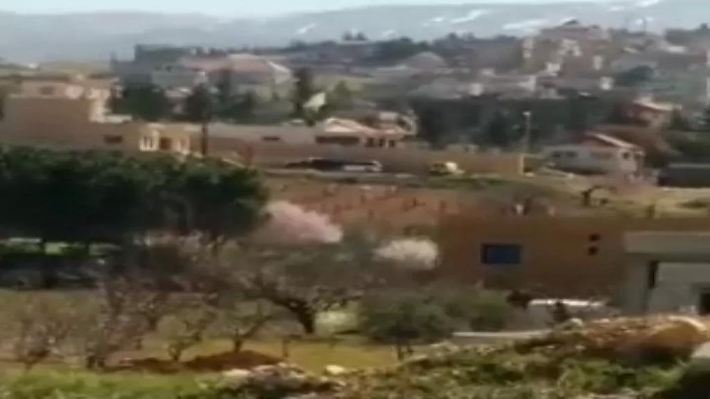 بالفيديو/مداهمة واسعة واشتباكات عنيفة تدخلت فيها المروحيات منذ بعض الوقت في بريتال بين الجيش اللبناني والمعلومات من جهة ومطلوبين من جهة اخرى ومعلومات عن سقوط ضحية وجرحى