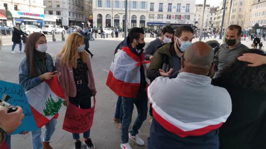 بالصور/ اللبنانيون في فرنسا يرفعون الصوت تضامنًا مع الشعب اللبناني