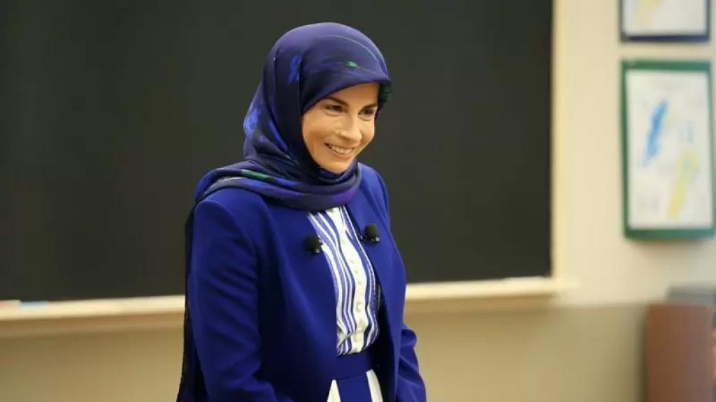 عز الدين: لعيد الأم قدرة على صناعة الأمل.. ليمارس المسؤولون السياسة بشيء من الأمومة!