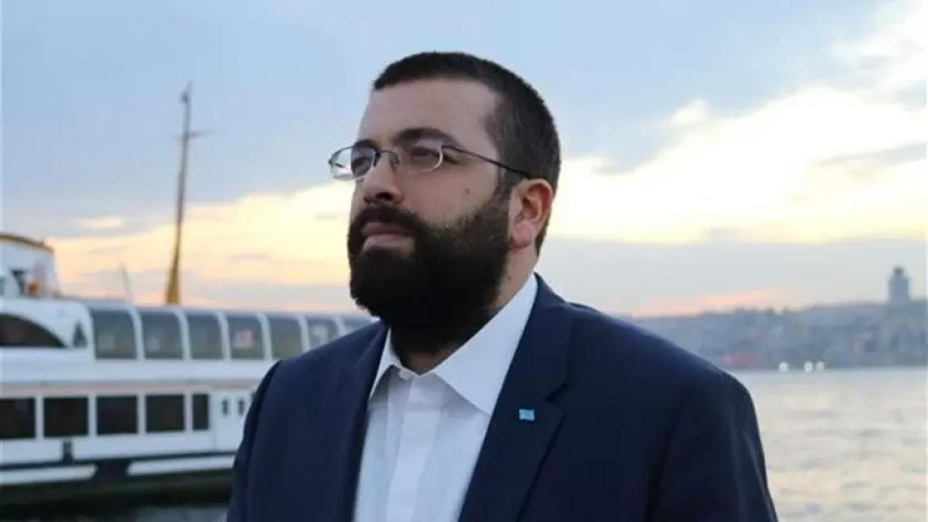 أحمد الحريري: ندعو جمهور الرئيس سعد الحريري في كل المناطق للابتعاد عن أي تحرّكات في الشارع، ولا علاقة للتيّار بأي دعوات لذلك