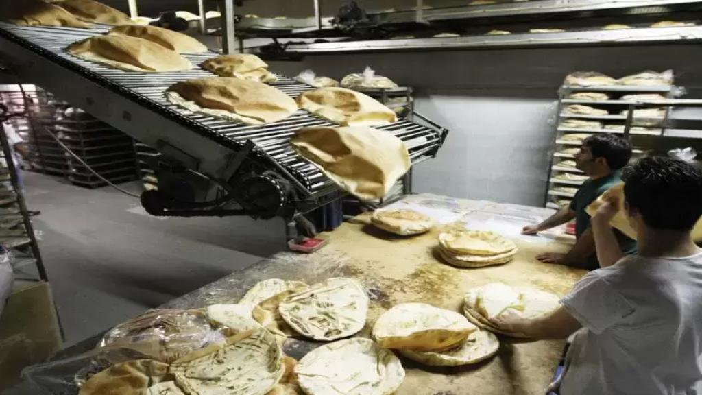 وزارة الاقتصاد ترفع سعر ربطة الخبز... «ربطة حجم كبير زنة 960 غ بسعر 3000 ليرة وربطة حجم وسط زنة 445 غ بسعر 2000 ليرة»