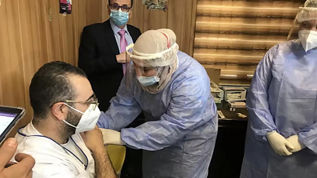تلقيح 94 ألفاً مقابل 81 ألف مصاب في شهر واحد.. لبنان يخسر سباق التلقيح: سنوات قبل المناعة المجتمعية!