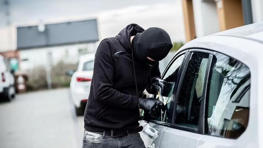 """""""من جزين ع جونية سرقوني""""...سيارة سرقت مساء أمس من أمام فندق """"نادر بلاس"""" في جزين ليعثر عليها في جونية!"""