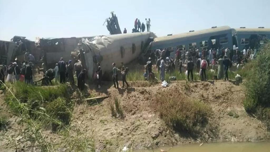 بالفيديو/ تصادم قطارين في محافظة سوهاج في مصر..  ووفاة 32 مواطنا وإصابة 66 آخرين