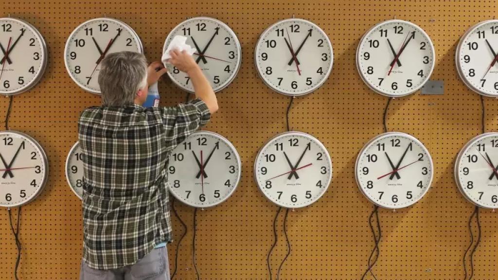 لا تنسوا تقديم الساعة ساعة واحدة اعتبارًا من منتصف هذه الليلة