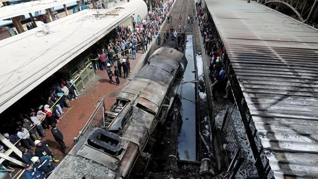 """""""هناك خطأ بشري"""".. تفاصيل جديدة تُكشف حول حادث قطارَيْ سوهاج"""