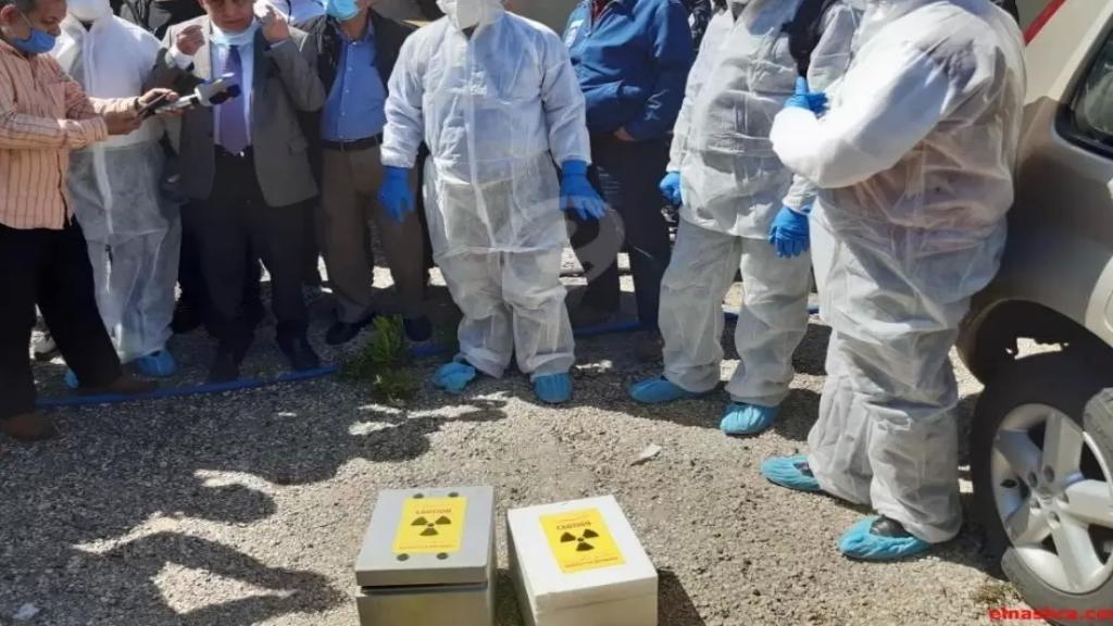 بالصور/ نقل المواد النووية من الزهراني باشراف مسؤولين من مديرية النفط وهيئة الطاقة الذرية