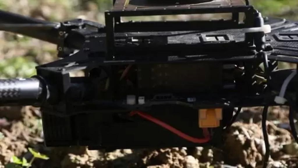 """أحد رعاة الماشية يعثر على """"درون"""" إسرائيلية في مرتفعات كفرشوبا بين بوابة حسن وموقع """"رويسات العلم"""" ويسلمها للجيش اللبناني"""