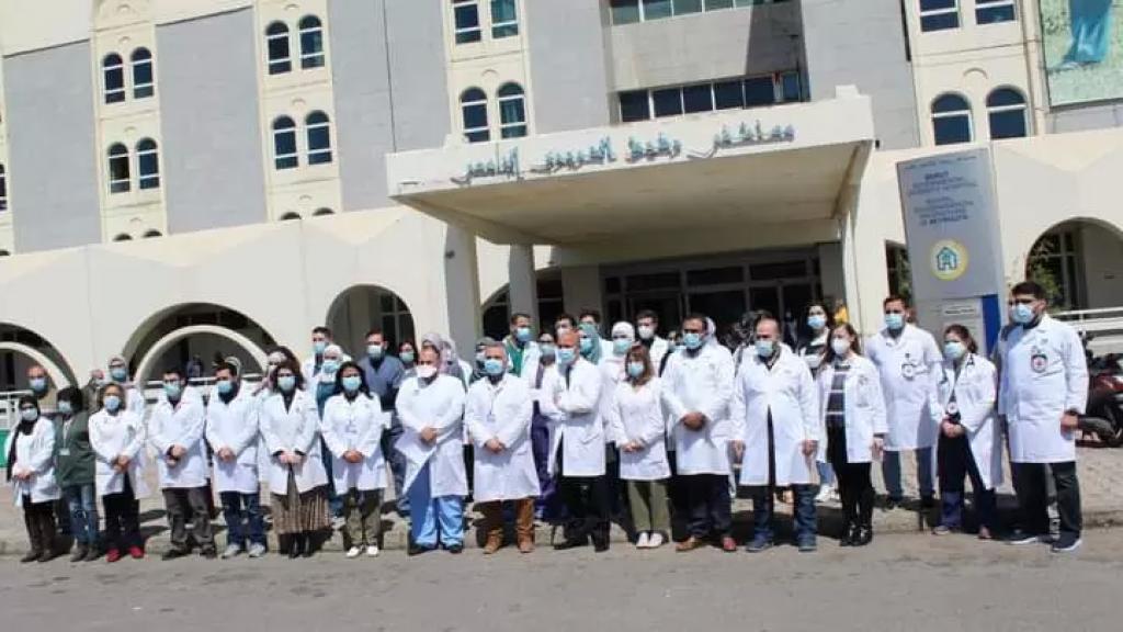 بالصور/ تكريماً للاطباء الـ38  الذين استشهدوا بمعركة كورونا.. وقفات تضامنية في العديد من المستشفيات