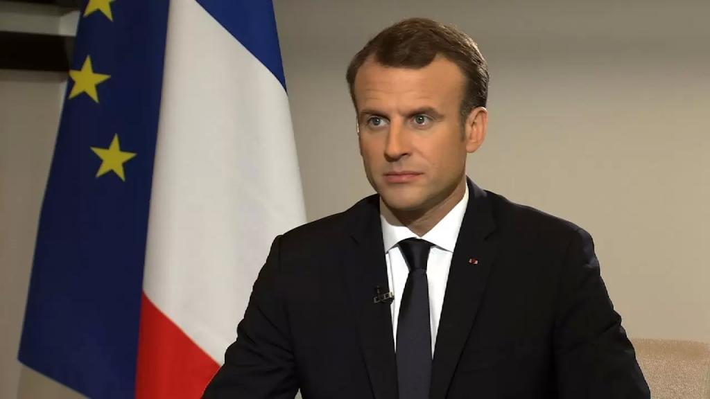 ماكرون يوسع الإغلاق الجزئي ليشمل كامل الأراضي الفرنسية لأربعة أسابيع
