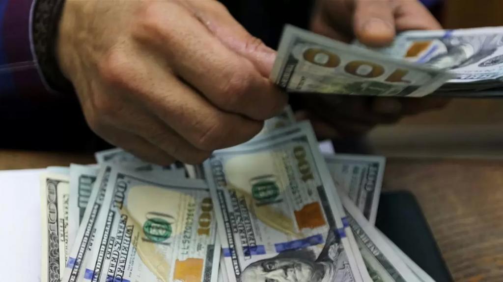 """""""الجمهورية"""" عن مسؤول بارز: بحال تشكيل حكومة جديدة فإن سعر صرف الدولار سينخفض إلى 6 الاف ليرة"""