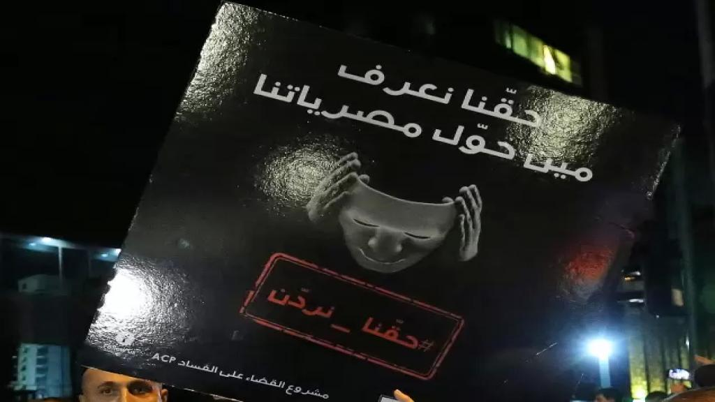 الأخبار: «تهريب» أكثر من 7 مليارات دولار: حُوّلت من مصرف لبنان إلى الخارج ولم يُشترَ بها مازوت وبنزين وقمح ودواء!