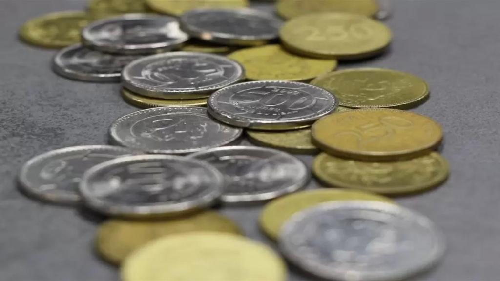 بعدما بدأ الكثيرون بتجميعها لبيعها وتذويبها..النقود المعدنية أعلى من قيمتها ولكن ليس الآن!