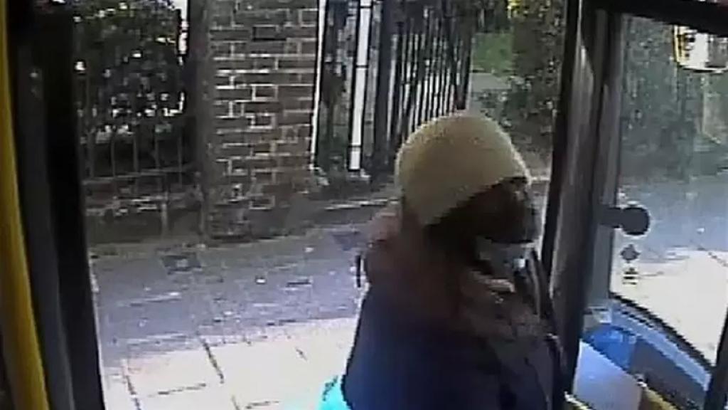 """بالفيديو/ بسبب """"بصقة"""".. بريطاني يواجه السجن لمدّة 18 شهرًا"""