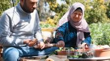 بالفيديو/ علي ووالدته أعادهما الحجر الصحي من بيروت إلى كفركلا..وحولا محيط المنزل إلى مزرعة منتجة بإكتفاء ذاتي