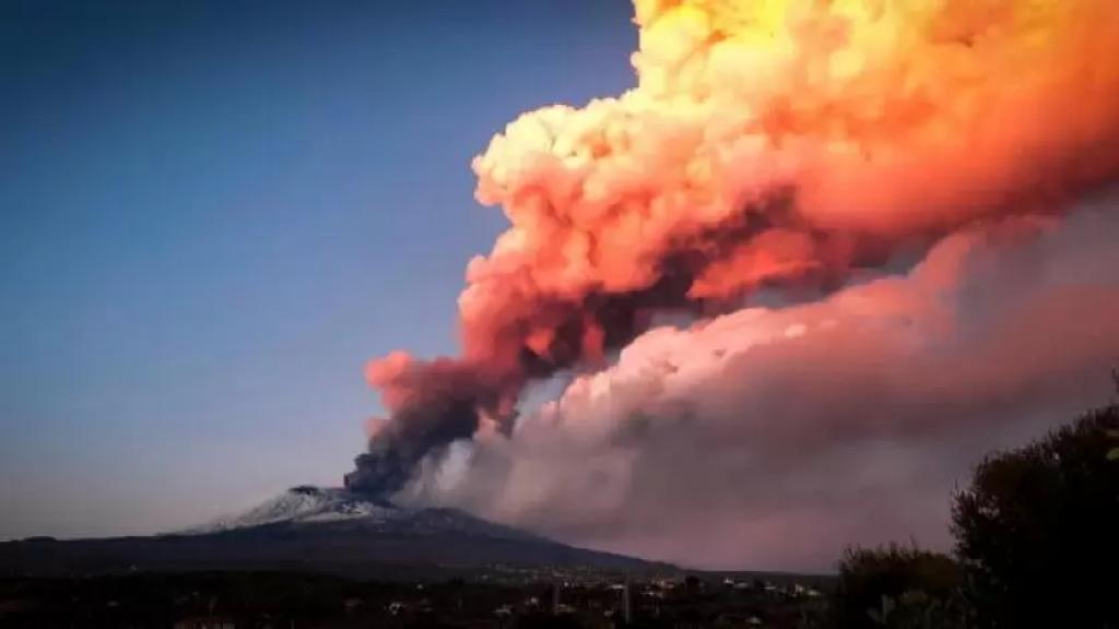 """بعد ما تم تداوله عن """"غيمة ثاني أوكسيد الكبريت الصادرة عن انفجار بركان أتنا""""...  مصلحة الأبحاث العلمية الزراعية تؤكد: لا خطر على لبنان واللبنانيين"""