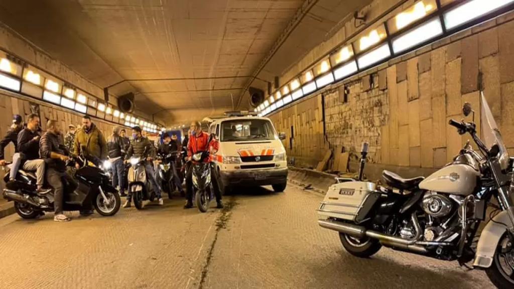 بالصورة/ انزلقت دراجته النارية داخل نفق فينيسيا-بيروت وفارق الحياة!