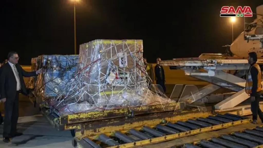 طائرة مساعدات طبية وغذائية وصلت إلى مطار دمشق الدولي مقدمة من دولة الإمارات