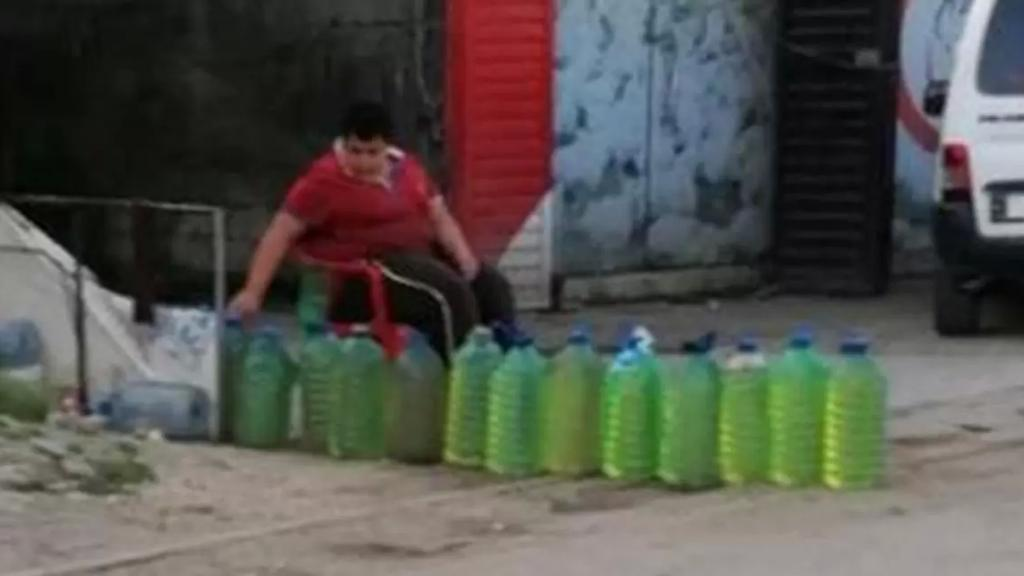 في الشمال.. بيع المازوت والبنزين على الطريق بأسعار أغلى من المحطات!