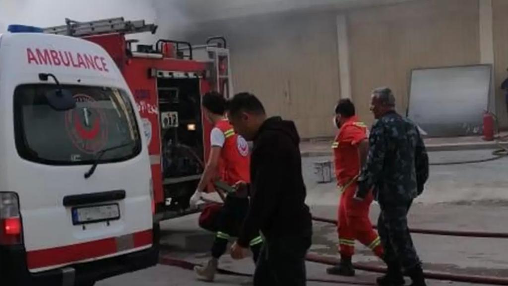 """شرارة """"تلحيم"""" اثر صيانة شباك تتسبب باندلاع حريق كبير في طرابلس"""