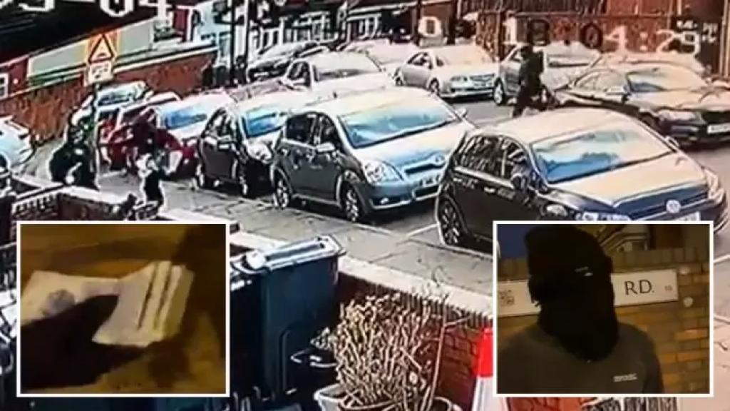 """بالفيديو/ لص ملثم يعيد أموالاً مسروقة بعد أن اكتشف أنها تبرعات لأحد المساجد في انجلترا: """"لم نكن نعلم أنها أموال المسجد..وصلت لنا معلومات مغلوطة"""""""