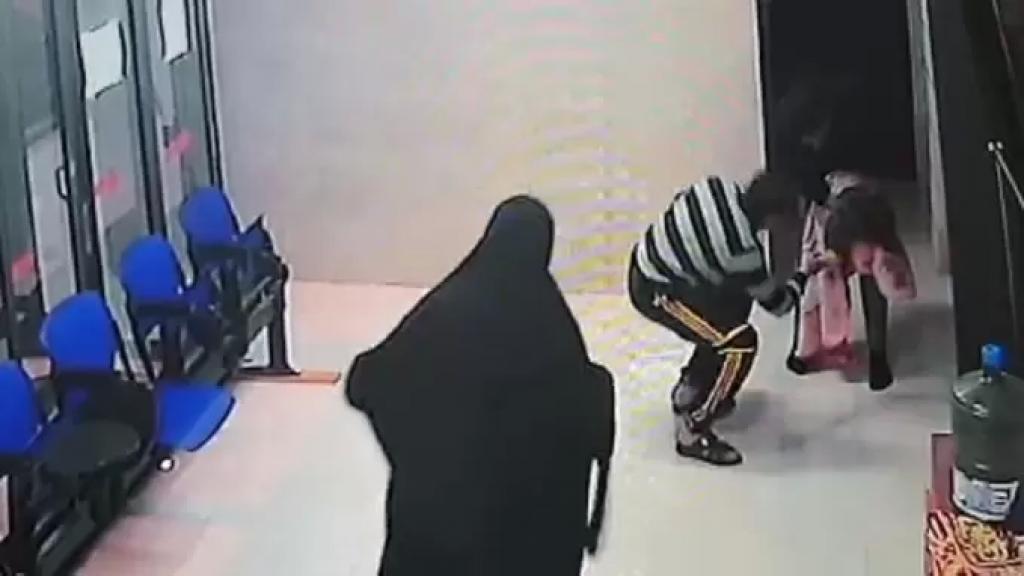 المرصد الفلسطيني للتحقق: فيديو الطفلة المختنقة بصحبة والديها قديم وتم التأكد من الطبيب بعد تكريمه من قبل رئيس البلدية