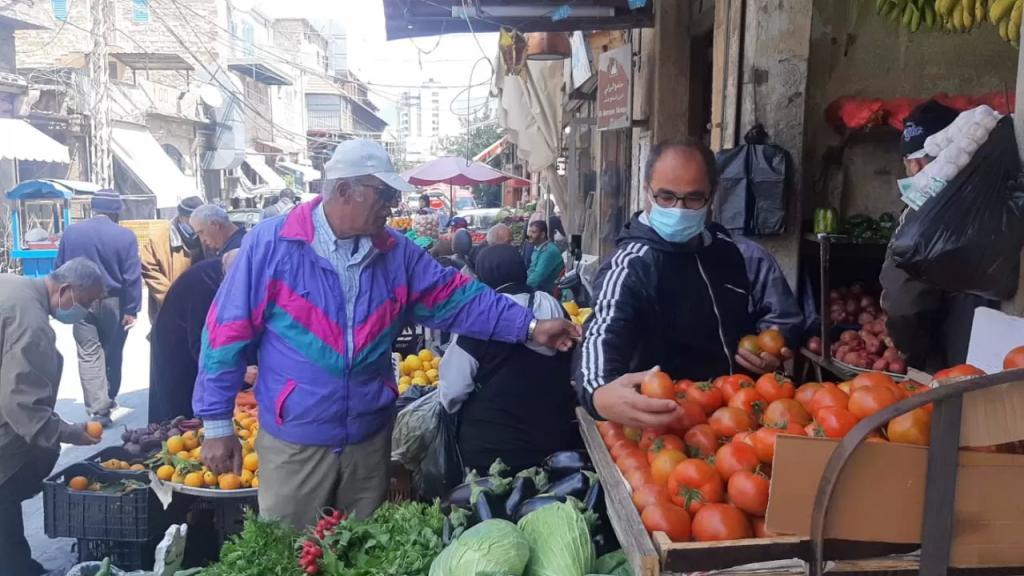 أسواق صيدا قبل يوم على بدء رمضان...استياء من الأسعار وازدحام على مراكز اللوتو بعد أن تجاوزت قيمة الجائزة الأولى 10 مليارات ليرة لبنانية