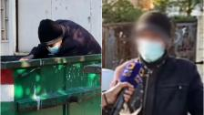 """بالفيديو/ """"دبحنا الغلا وشغل ما في بالبلد""""... رجل خمسيني يأكل من القمامة ويجمع الخردة في بيروت!"""