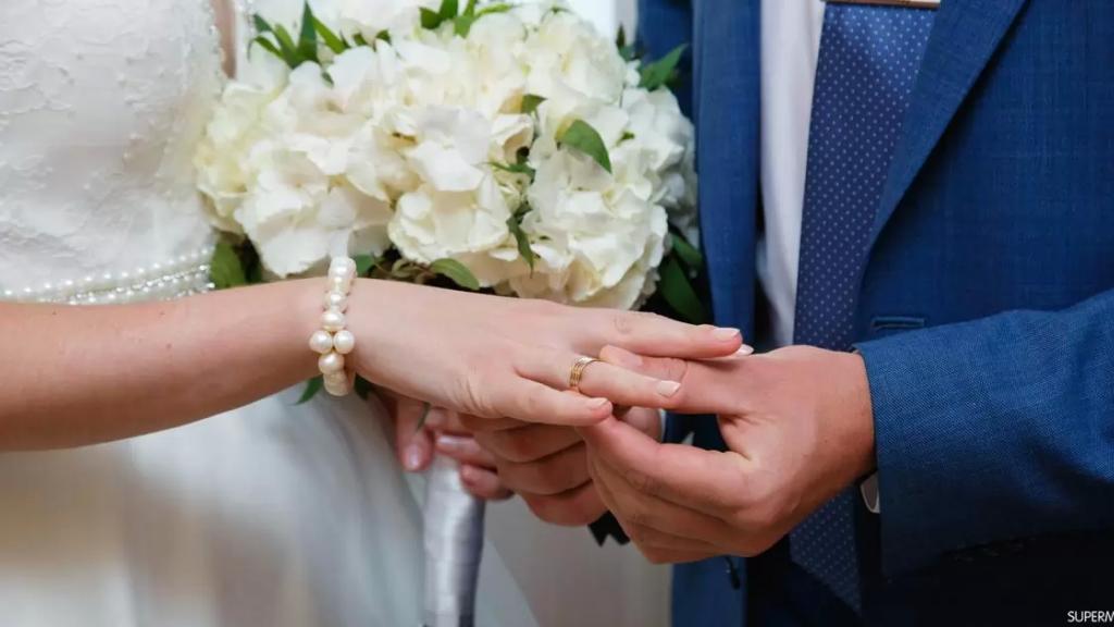 تحايل على القانون ونفّذ خطّته.. شاب يتزوج 4 مرات خلال شهر فقط ليحصل على إجازة مدفوعة الأجر!