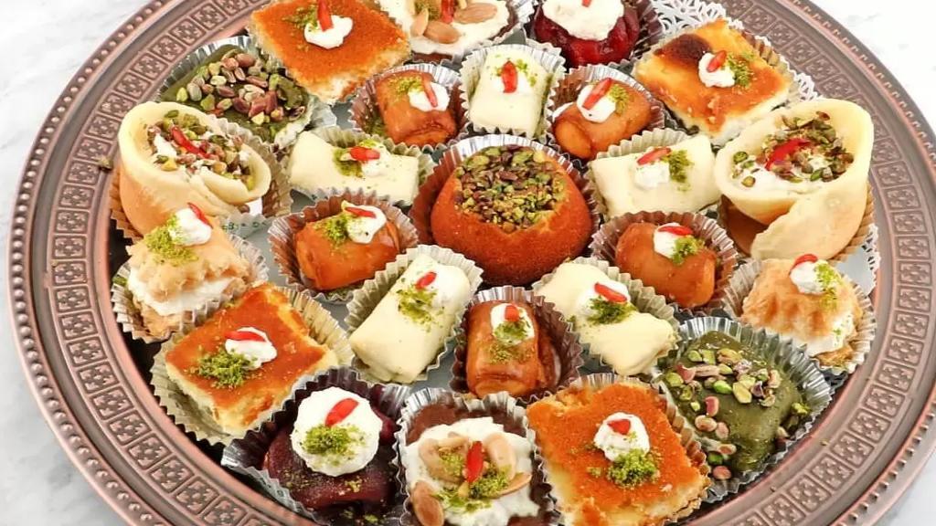 """لسان حال الفقراء في لبنان...أحد المواطنين: """"طفلي الصغير يسألني قبل رمضان بأسبوع عن الحلويات ولا أستطيع الإجابة سوى بالوعود..باتت الحلويات حلم الصائمين"""""""