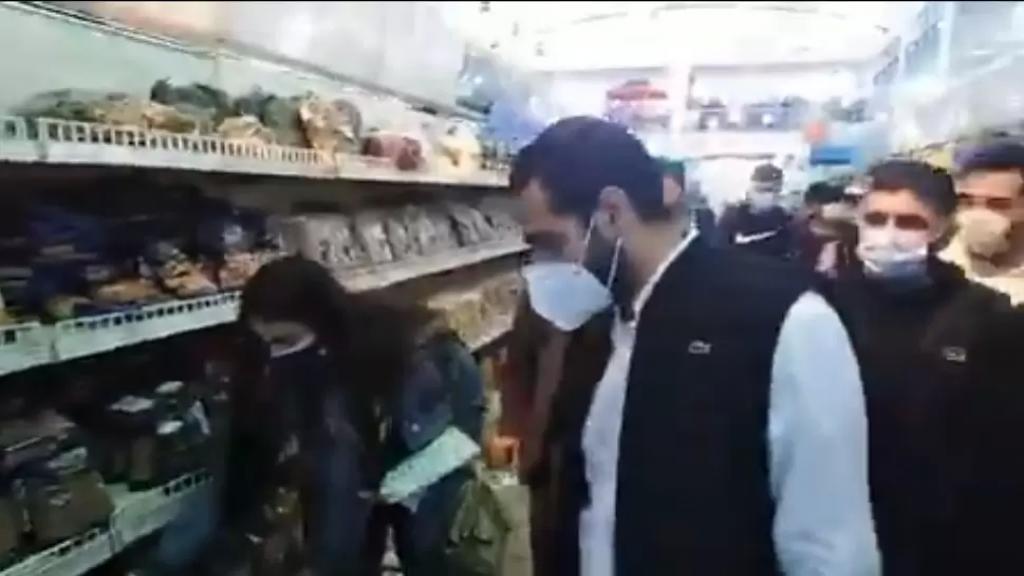 بالفيديو/ مدير عام الإقتصاد والتجارة محمد أبو حيدر يداهم برفقة أمن الدولة مستودعات مواد غذائية وملاحم في صور