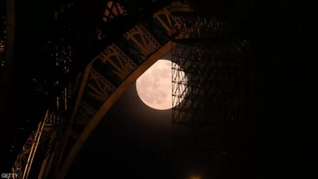 البدر الأكبر والأكثر سطوعا في العام .. القمر الوردي العملاق يزين السماء في 27 نيسان