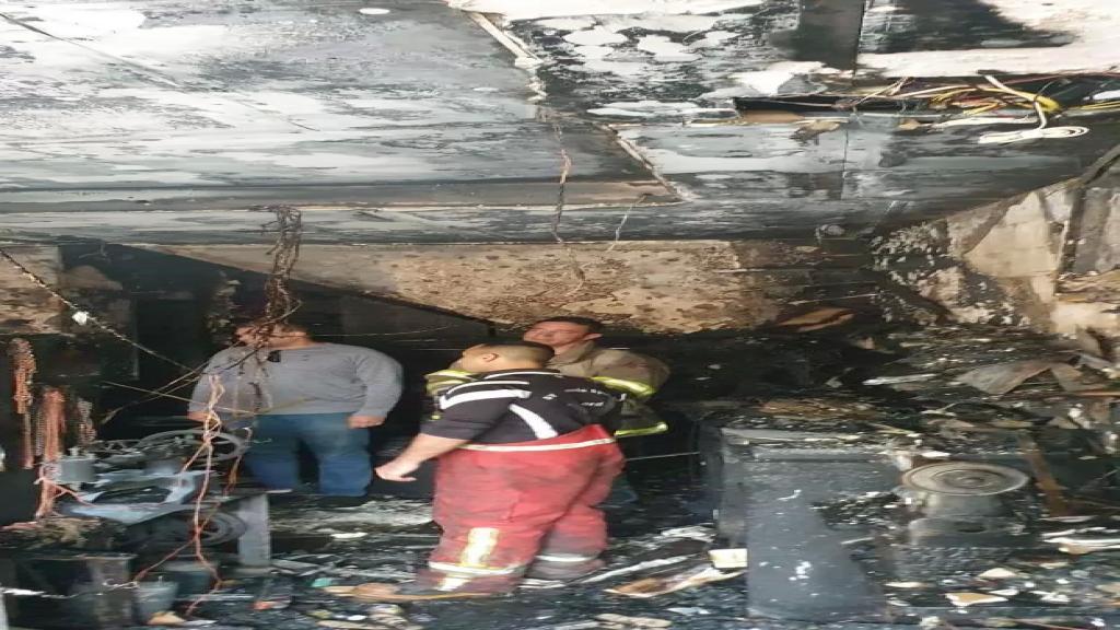 فوج إطفاء بيروت أخمد الحريق الذي شب داخل محل مؤلف من طبقتين مخصص لتصنيع الأحذية والحقائب في منطقة مار الياس