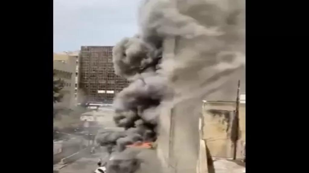 بالفيديو/ حريق كبير في مبنى في شارع مار الياس خلف ثكنة الحلو...وسيارات الاطفاء تهرع الى المكان وتعمل على إخماده